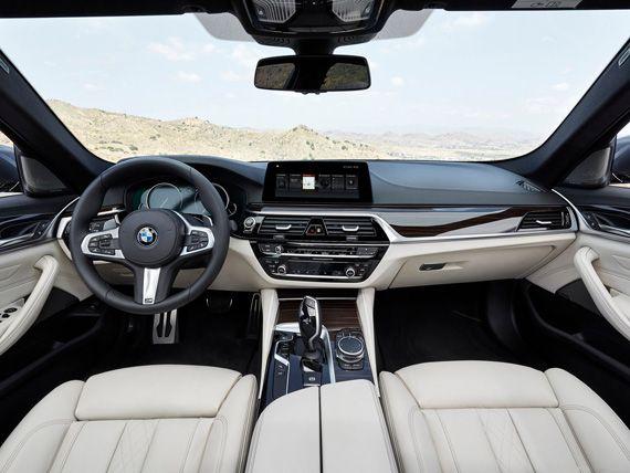 Интерьер седана BMW 5-серии 2017 / БМВ 5-серии 2017