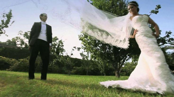 Roxana y Kike se casaron en un destino de México que nos gusta mucho Saltillo, Coahuila. A pesar de que en la entrada nucpial se fué la luz repentinamente, el padre que ofreció la ceremonia y la buena vibra de la gente, convirtieron este momento en uno magico e inolvidable. #bodas #Saltillo #Mexico #novia Video de boda realizado por: http://www.reelove.com/ Tel. 01+81+81922841 contacto@reelove.com