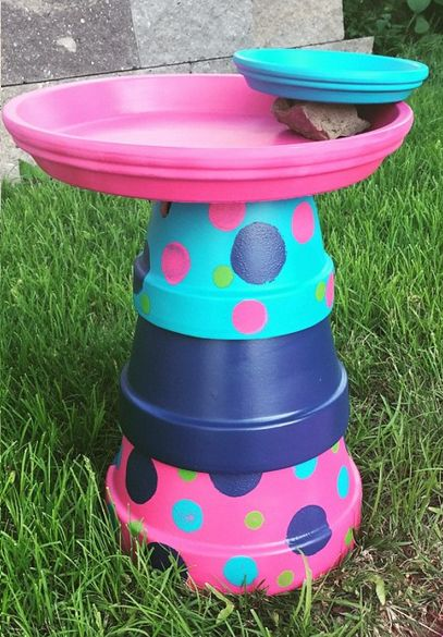DIY Terracotta pot bird bath and feeder! Such a cute craft for the garden!