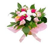 """su www.tutete.com  I preziosi bouquet di Babyblooms non appassiscono mai! Ma...SORPRESA... ogni rosa """"sfiorisce"""" trasformandosi in un 1 cappellino, 1 bavaglino, 2 body e 4 paia di calzine.    Originalissima idea regalo che sostituisce in modo utile il classico ramo di fiori di congratulazioni per l'arrivo del bebè!"""