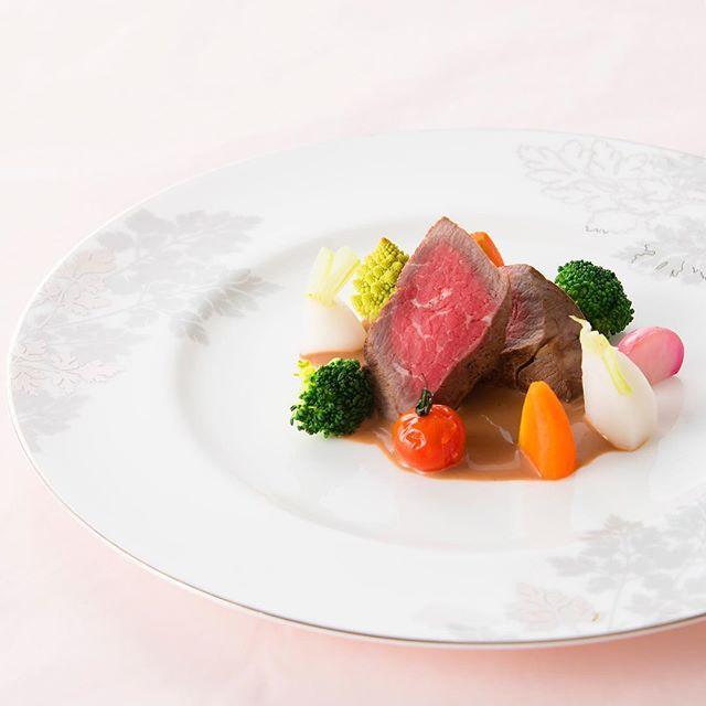 . お肉を食べよう♪ . Instinctively cheeks loose. . #シーショア #レストラン #ラプラージュ #欧風料理 #フレンチ #ディナー #ランチ #料理 #肉 #野菜 #美味しい #自分へのご褒美 #肉充電 #食事会 #デート #記念日 #ごちそう #海を見ながら#いいね #seashore #restaurant #french #lunch  #dinner #reward #instagood #follow #🍴 #🍖 リンクはプロフへ  Link to the profile screen.