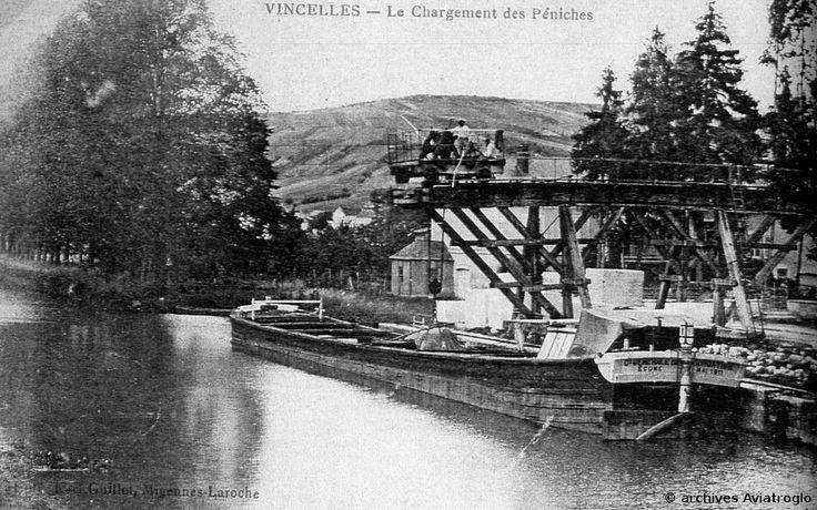 Vincelles : Chargement d'une péniche à l'aide de l'ancienne grue en bois http://www.aviatroglo.fr