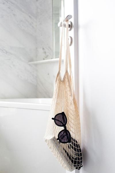 Say hello to the perfect bag! Take this fishnet tote to the beach, farmers market, to brunch and beyond. A failsafe style option. They make great presents and even a finishing touch to your abode.