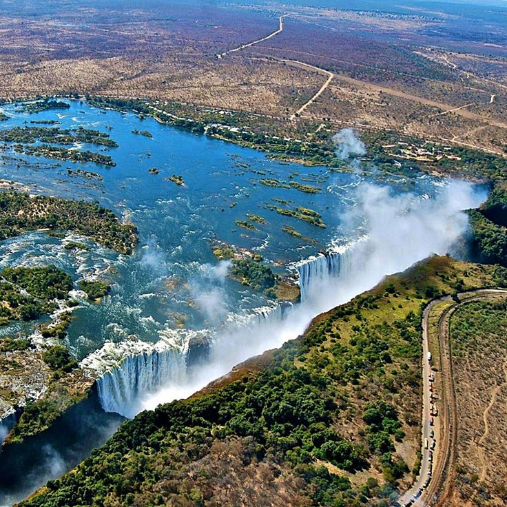 Victoria Falls, border of Zambia and Zimbabwe, Southern Africa / Водопад Виктория, граница Замбии и Зимбабве, Южная Африка