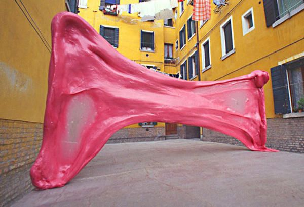 des chewing-gums dans les rues de Venise