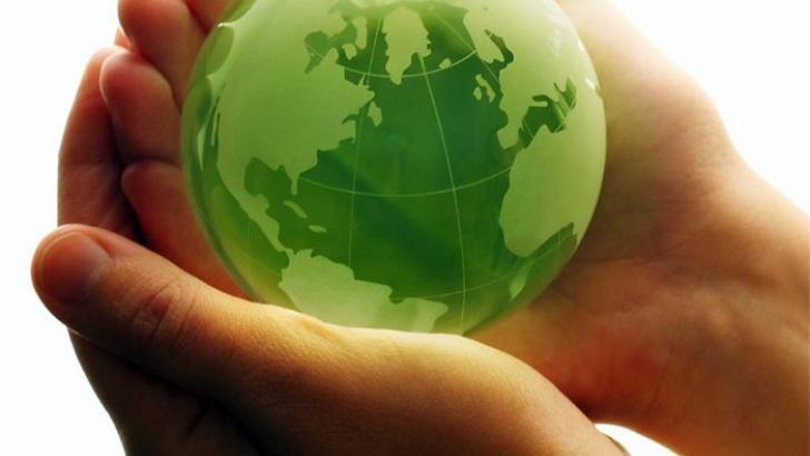 Toυ ΣΤΑΘΗ ΛΙΔΩΡΙΚΗ  Με τον όρο κυκλική οικονομία (circular economy) χαρακτηρίζεται η επανορθωτική οικονομία με σχεδιασμό και η οποία έχει ως στόχο να κρατήσει προϊόντα, εξαρτήματα και υλικά σε υψηλότερη χρησιμότητα και αξία, με διάκριση μεταξύ των τεχνικών και βιολογικών κύκλων.  Μετά