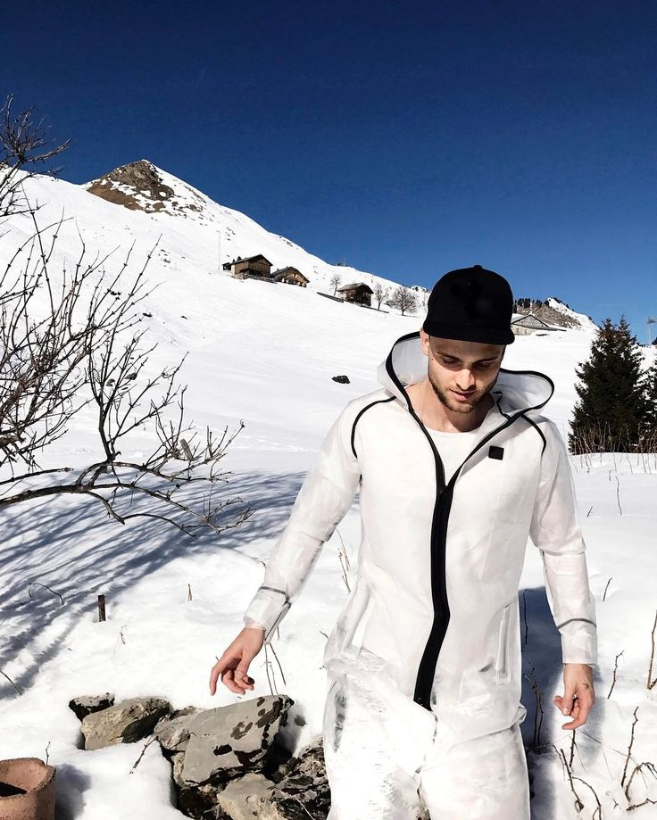 @bastoswithlove relaxing after skiing with his Influence Rain Jumpsuit in Praz De Lys - France  #France #Snow #white #sun #jumpsuit #onesie #onepiecenorway #chilling #PrazDeLys