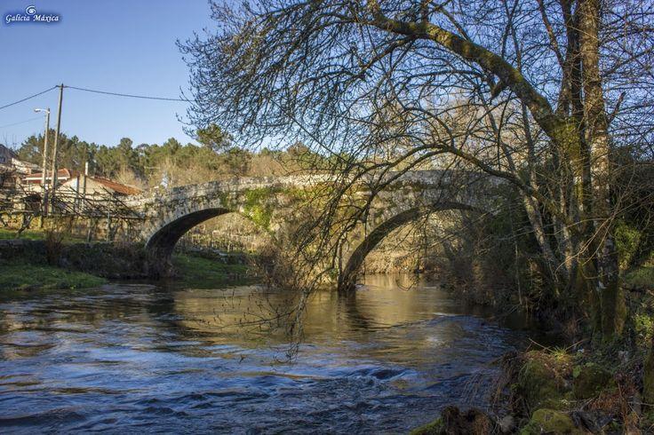 Información sobre el peto, cruceiro y puente del lugar de Ponterriza, sobre el Arenteiro, entre Boborás y O Carballiño, Ourense