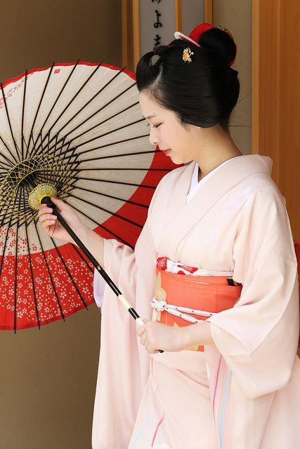 Maiko by Teruhide Tomori (very busy), via Flickr