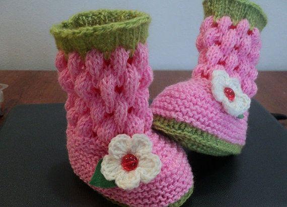 Botines muy lindos decorar la pierna del bebé. por Knittingfavorite
