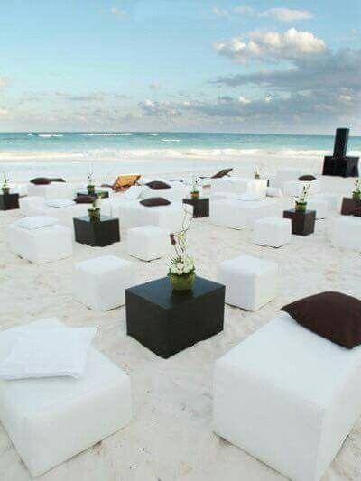 Beach wedding setting huwelijksfeest bruiloft strand