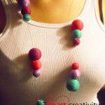Collana realizzata con filati di cotone di diversi colori che rivestono perle di polistirolo.oux        #collana #collana colorata  #polistirolo #filato #filo da ricamo #colori