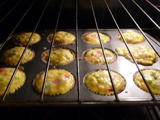 Hcg Diet Journey: Phase 3 Egg Muffins . Muffins will keep at least a week in the refrigerator without freezing. Egg muffins can be frozen and reheated. For best results, thaw in refrigerator before reheating. Microwave on high about 2 minutes to reheat.