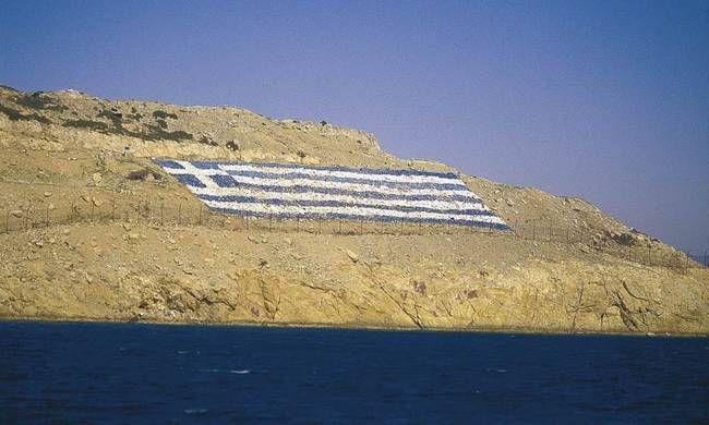 Εσχάτη προδοσία: Έλληνες αξιωματικοί ζήτησαν να καεί η ελληνική σημαία των Ιμίων!