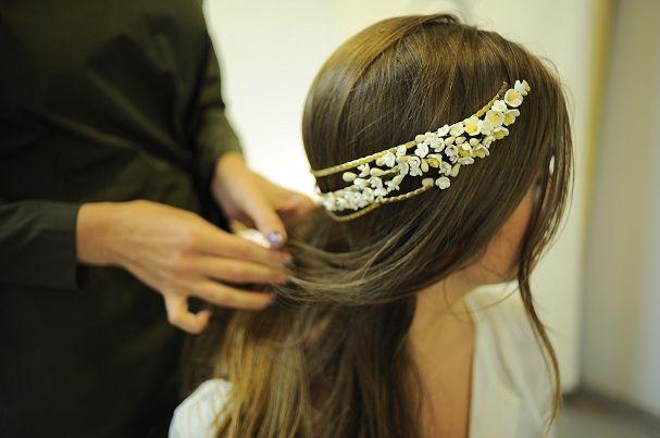 Lia Terni elabora tocados-joya con oro ecológico