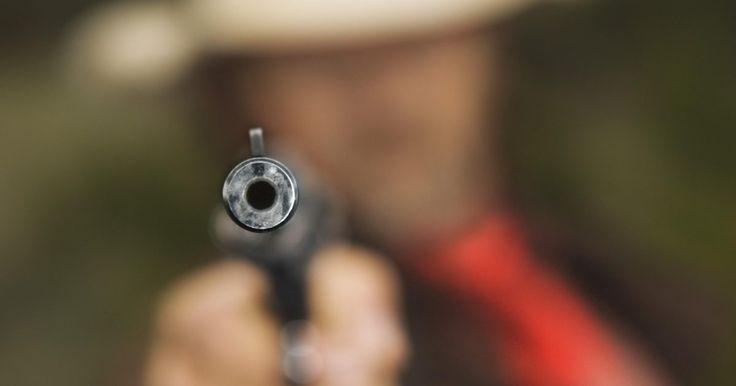 Diferencias entre las series 70 y 80 de la 1911. El modelo 1911 de pistola semiautomática de Colt es el más popular en la historia militar de Estados Unidos. Las pistolas de calibre 45 de la familia M1911, inventadas por John M. Browning y puestas en servicio en 1911, fueron el arma de mano de las fuerzas armadas estadounidenses hasta 1985, cuando se reemplazaron por las pistolas Beretta M9 de 9 ...