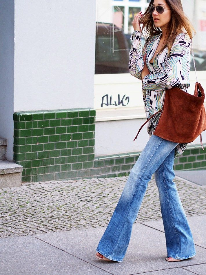streetstyle berlin fashion blogger helloshopping pali print tunika tunic flare jeans schlagjeans stylebook blogstars lookbook blogwalk