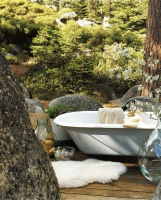 Outdoor showers and tubs...max relaxation!