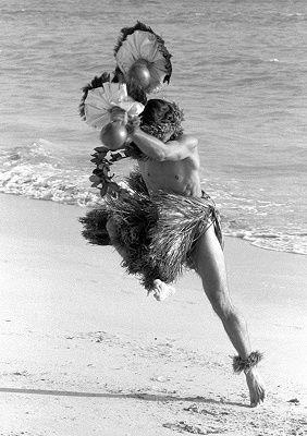 Hula dancer Dick Mosher by Kim Taylor Reece, www.wrightforyou.com
