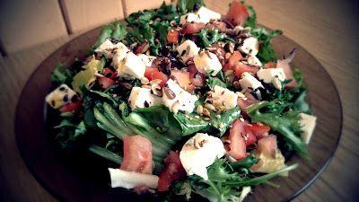 Jedz zdrowo żyj zdrowo: Lekka sałatka z mozzarelli i ziarnami
