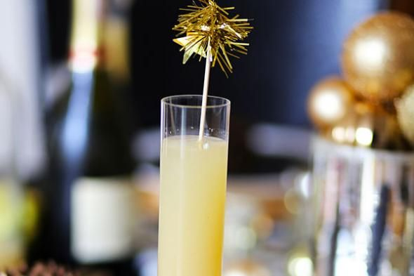 New Year's Eve Drinks: Peach Fizz Cocktail