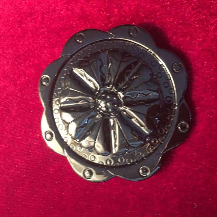Volkanik magma materyal. İtalyan Broş.  #broş . . . #cremesisters #gümüş #silver #antika #cameo #koleksiyon #leonardo #collection #antique #sale #mobilya #dekorasyon #deko #dekor #eski #vintage #art #sanat #herend #dresden #meissen #limoges http://turkrazzi.com/ipost/1524841412889569450/?code=BUpUy-iFmiq