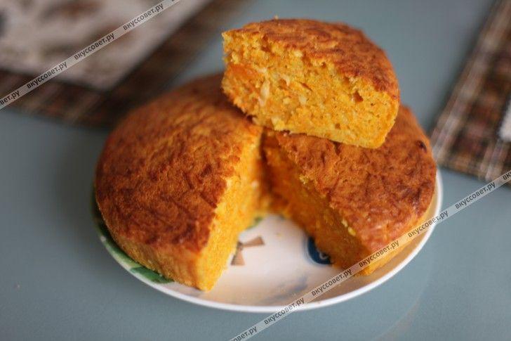 Я всегда искала простой и вкусный рецепт пирога с тыквой, но всегда это что-то сложносочиненное с выпариванием, варкой и жаркой тыквы.