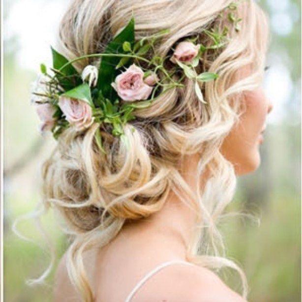 Stunning hairstyle with delicate flowers and greenery #hairdo #flowercrown #greenery #rosebuds #refreshing #instaglam #instagram #regram #huffpostgram #nzbride #lovemyjob #weddings #weddingtips #weddingideas #weddingplanner #needhelp #icanhelp #callme #judecelebrant