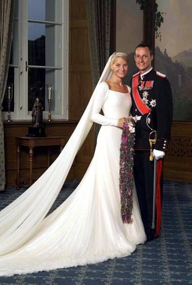 Principe Haakon de Noruega y Mette-Marit Tjessem 25 de Agosto de 2001
