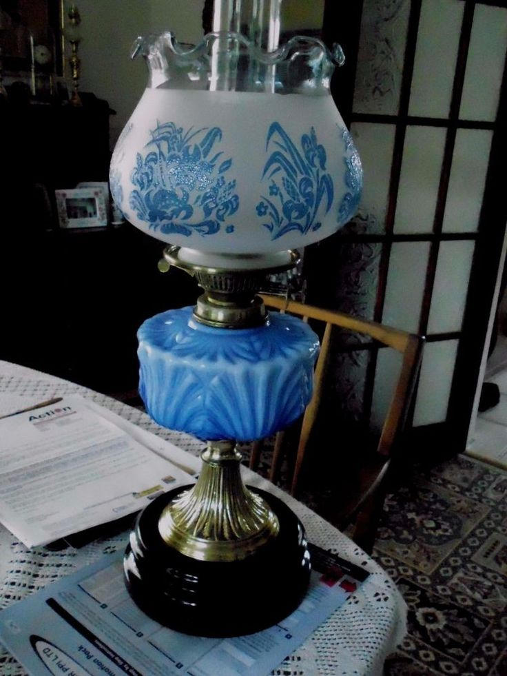 A VERY GOOD QUALITY VICTORIAN BLUE TABLE OIL LAMP #Victorian