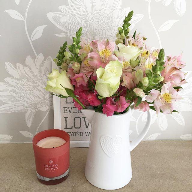 WEBSTA @ amycfff - Sunday blooms 💐💕✨ #onlythreepounds