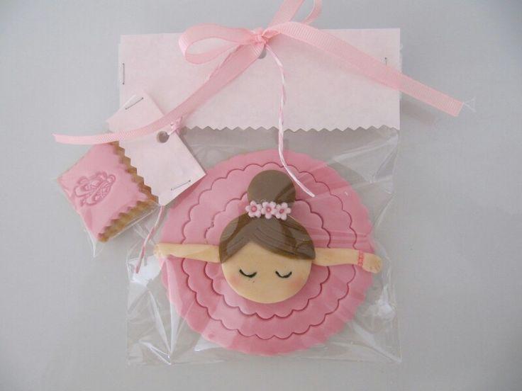 Bowing ballerina cookies
