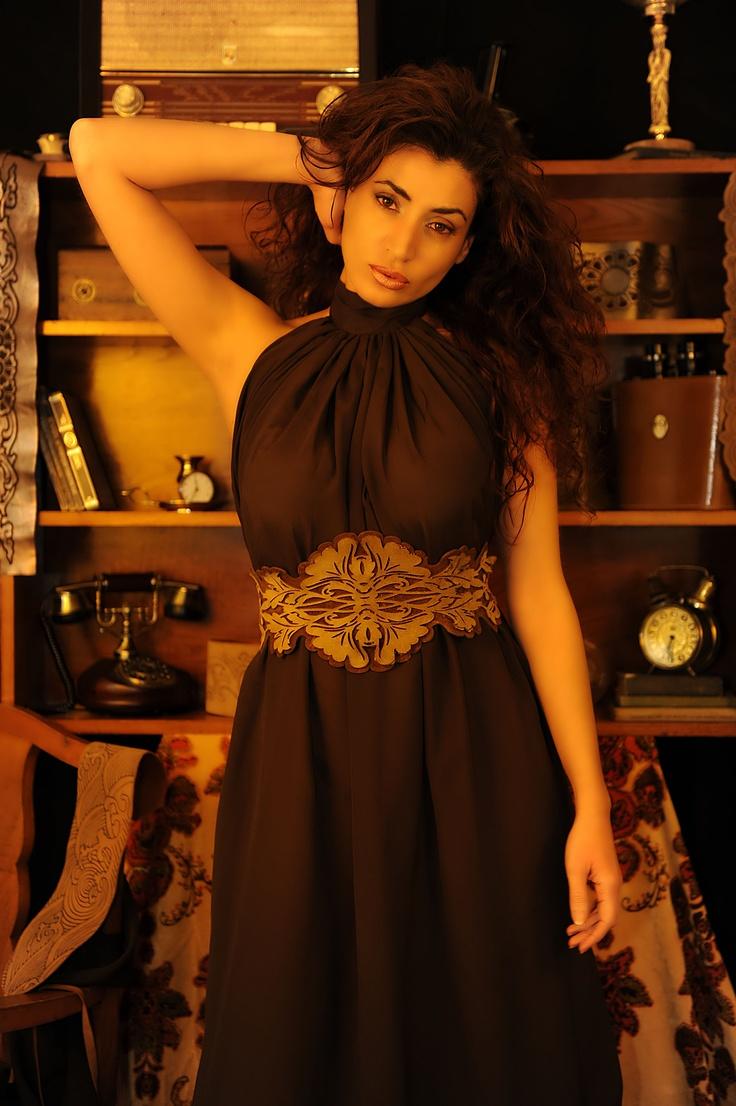 Rosanna Walls con fajín en piel de un1kos.com