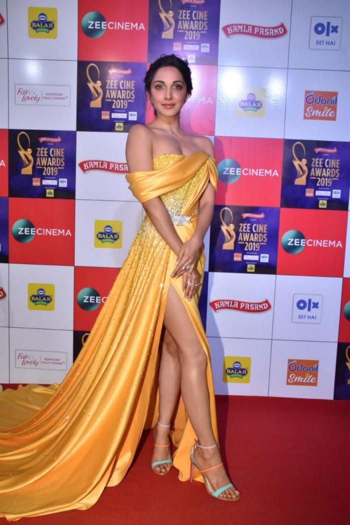 Kiara Advani Walks The Red Carpet At The Zee Cine Awards In 2020 Bollywood Girls Bollywood Actress Hot Photos Beautiful Bollywood Actress