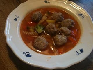 Billig og god middag: Minestrone suppe med kylling kjøtboller