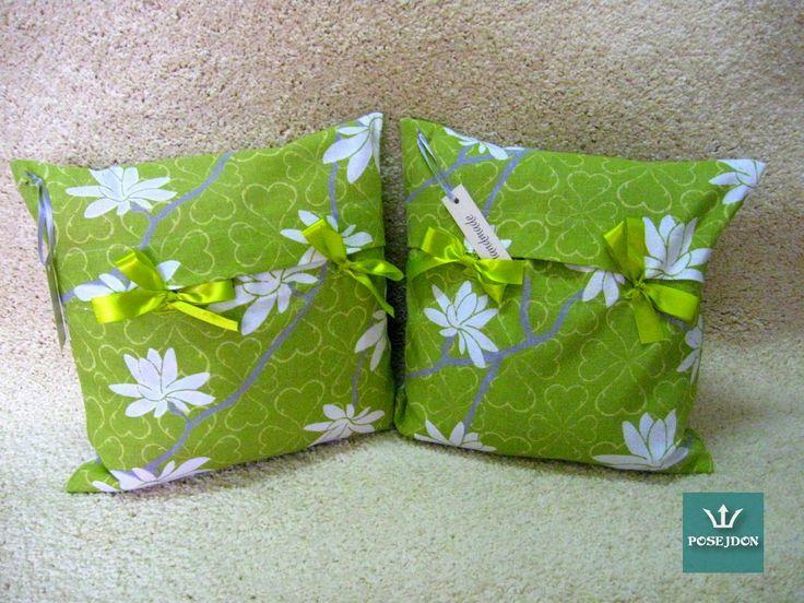 Wiosenne poduszki wiązane tasiemką
