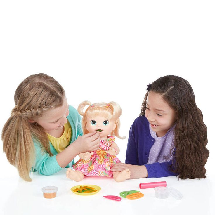 "Baby Alive Super Snacks Snackin' Sara Blond - Hasbro - Toys ""R"" Us"