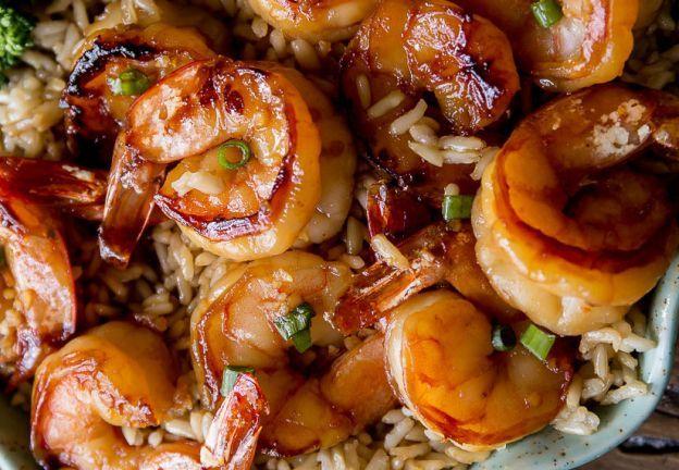Une recette facile de crevettes avec une délicieuse sauce ail et miel...