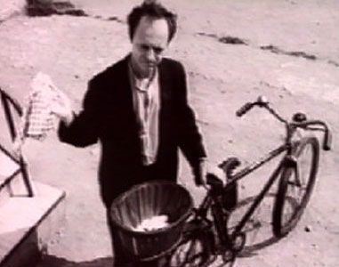 """Read more: https://www.luerzersarchive.com/en/magazine/commercial-detail/toyota-21925.html Toyota Toyota Picnic """"Eggs"""" [01:00]# The problem: how to ride your bike, carrying a large basket of eggs and deliver them unharmed. The man in this commercial fails repeatedly to do so and his wife gets on his case every time. The fairly simple solution: an egg carton which keeps each egg secure and whole in its place the idea which served as the inspiration for the new Toyota Picnic. Tags: Saatchi…"""