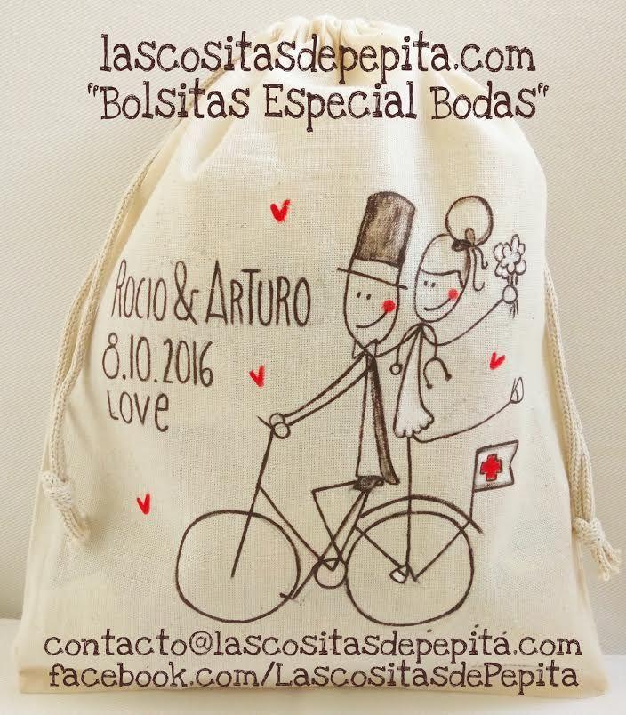 Bolsa de tela pintada a mano y personalizada con la fecha y las iniciales de la boda. Diseñada en exclusiva para guardar los regalitos de tu boda. #boda #bolsa de tela #novios