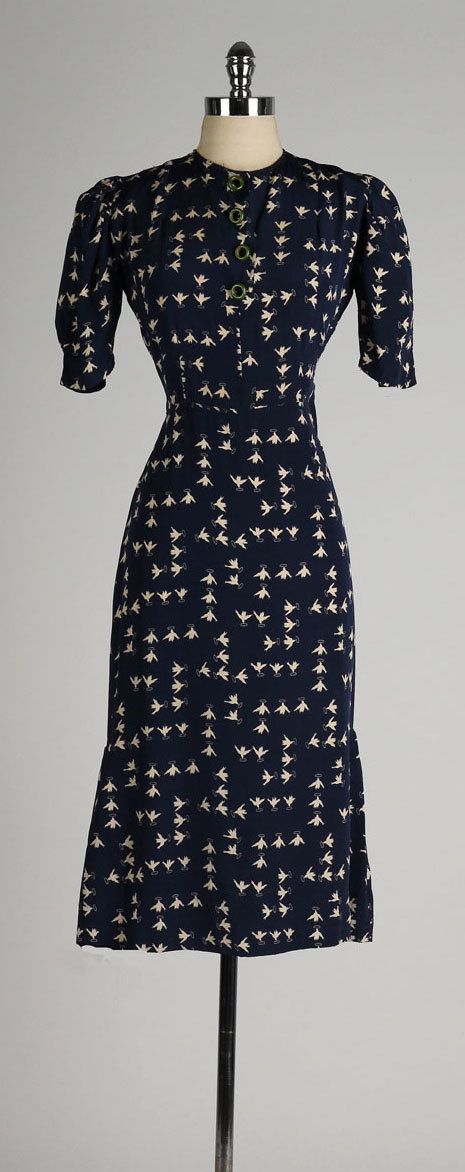 vintage 1940s dress . navy blue silk . flying by millstreetvintage