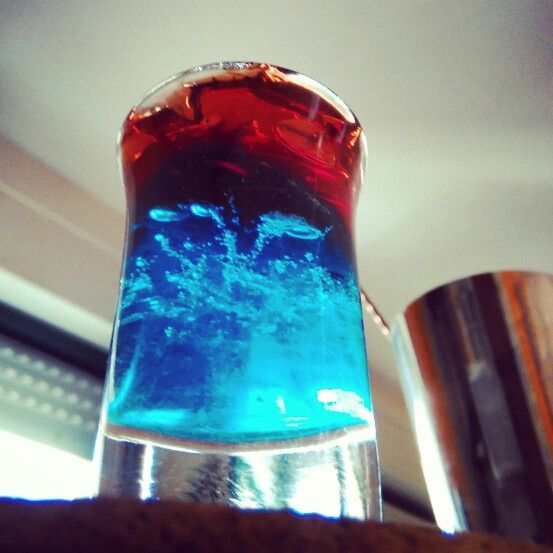 Triplete. G©l de curaçao azul y triple seco, gel de arandanos y triple seco