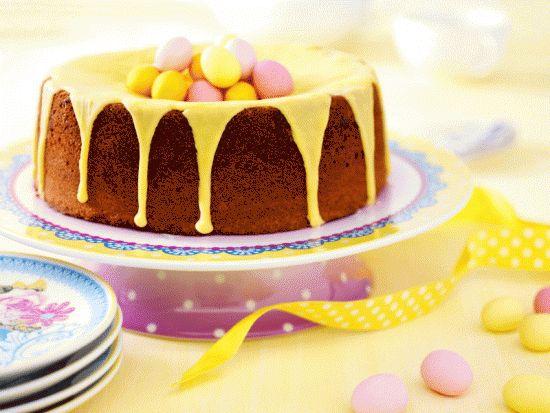 Zelf maken ohooof: je koopt een kant en klare cake, giet er gele deco-saus over, wat sprinkeltjes en wat eitjes erop... PASEN!!!