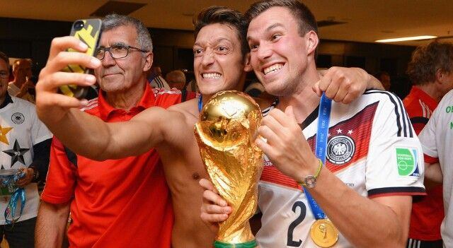 Somos campeones del mundo: but firts let me take a selfie