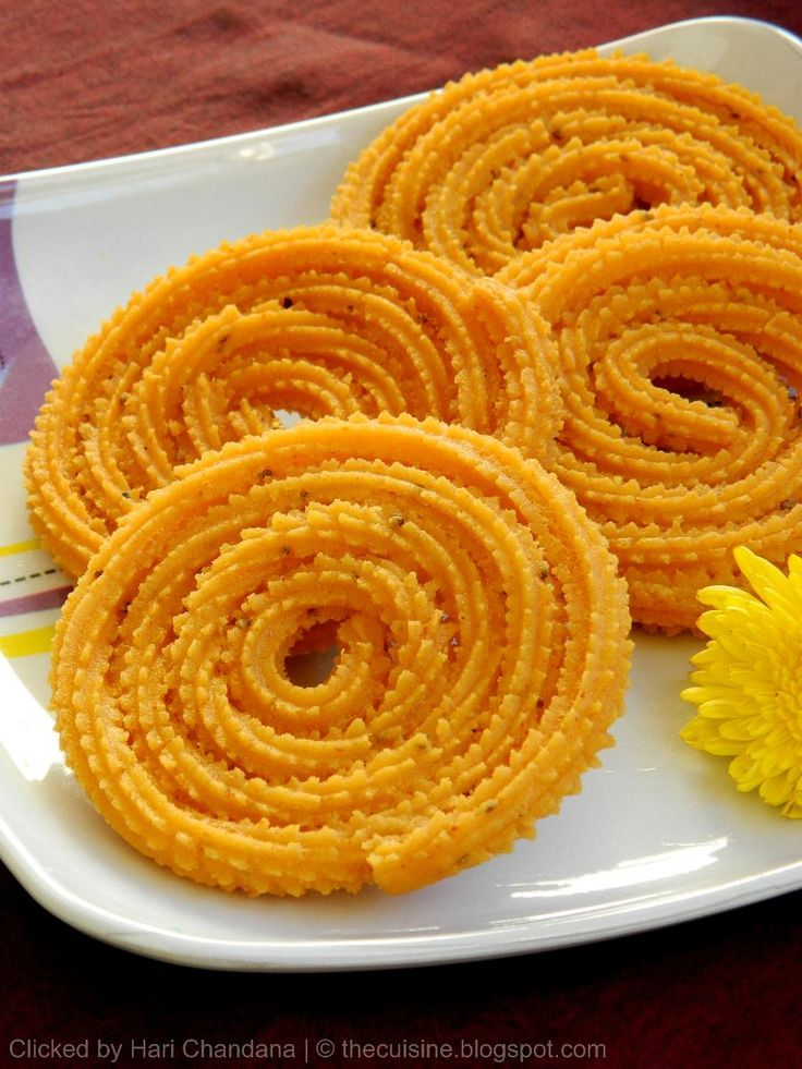 The most perfect 'chakri' we've ever seen!    Indian Cuisine: Biyyam Pindi Manugupoolu ~ Rice Flour Chakli Recipe