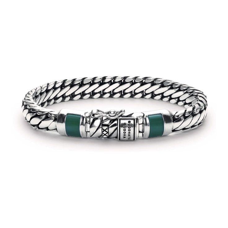 Buddha to Buddha Armband Ben Junior Green (D) 18 cm J070GR. Buddha to Buddha armband van zilver, gecombineerd met groen calcedone. De stoere armband bestaat uit mooie schakels en is afgemaakt met twee groene accenten aan de uiteinden. De armband met een lengte van 18 cm en sluit door middel van een stevig slot met veiligheids-achtje.