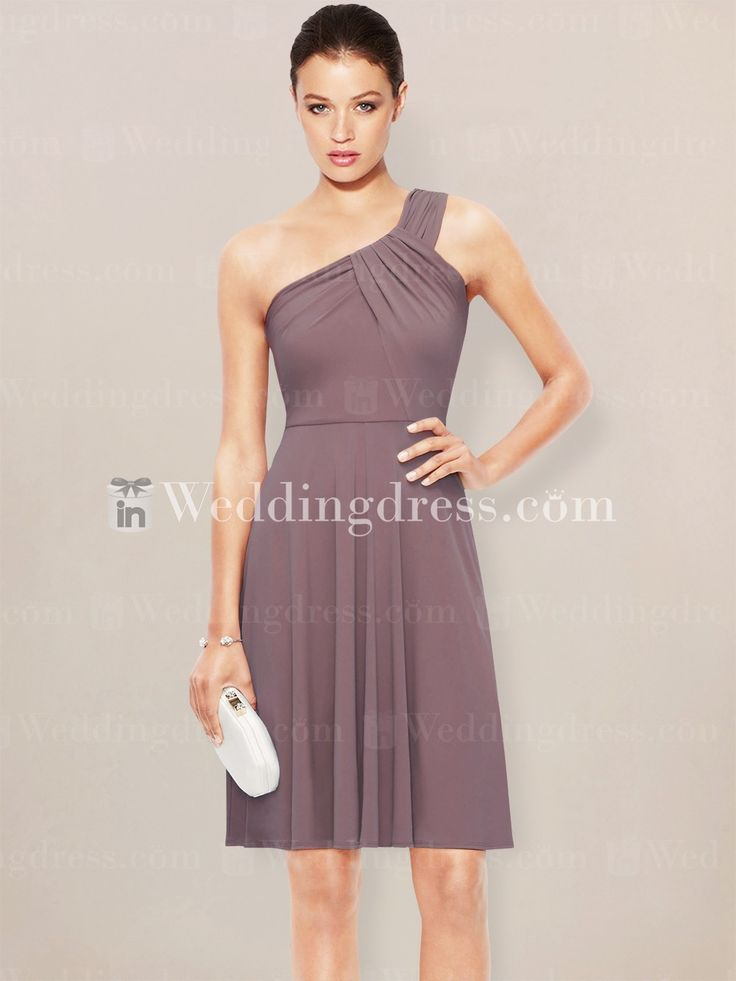 Destination bridesmaid dress is perfect for outdoor weddings. Short length skirt gives this dress an ultra-comfortable feel.