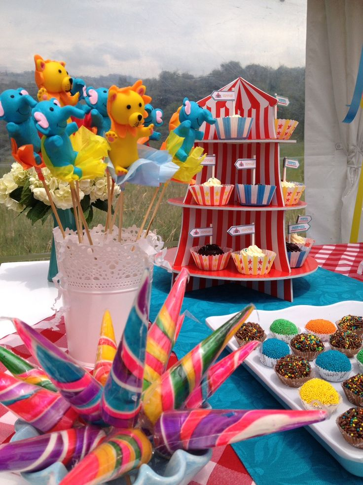 Candy Tables - Mesa de dulces By MY Group Eventos
