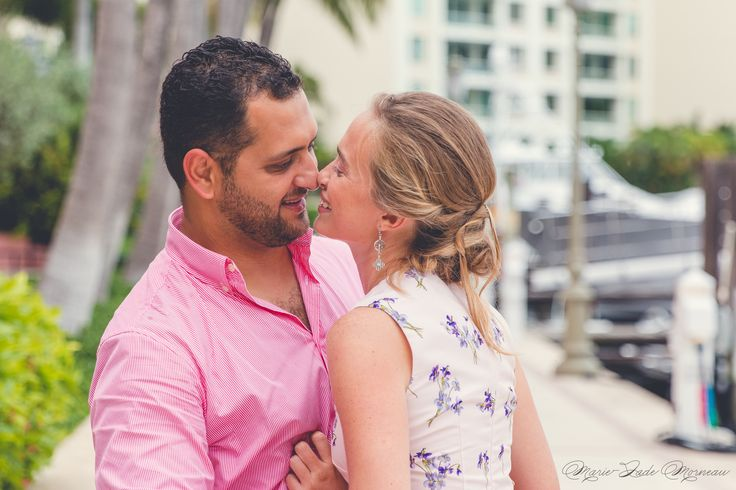Engagement photoshoot, kiss, love, married, couple, portrait, photography, flowers, bouquet, mariée, bouquet, fleurs, white, inspiration, mariage, wedding, photographer, montreal, florida, miami