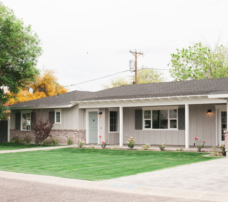 Best 25 ranch house landscaping ideas on pinterest - Ranch house exterior paint colors ...